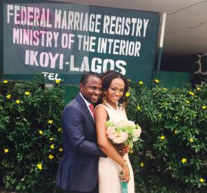 Olufemi married his hearthrob yesterday 6 th February at the Ikoye registry. More pics from the wedding after the cut...
