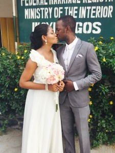 Sola fabikun married his sweetheart on the 6th of February 2015. A very big congrats to the couple. See pics from the wedding after the cut ....