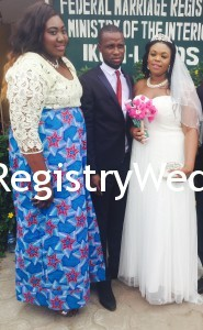 Couple wit Bride's sister